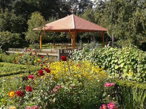 Pavillon im Bauerngarten